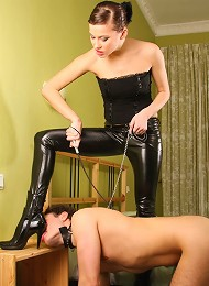 Slave gags on feet^Under Feet Femdom porn xxx sex free pics picture pictures gallery galleries femdom domination female