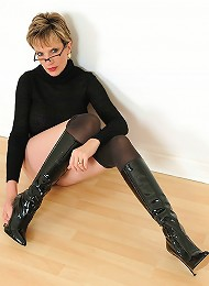 Pantyhose and boots^Lady Sonia Femdom porn xxx sex free pics picture pictures gallery galleries femdom domination female
