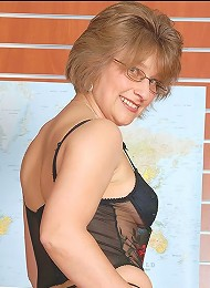 Milf office manager^Lady Sonia Femdom porn xxx sex free pics picture pictures gallery galleries femdom domination female