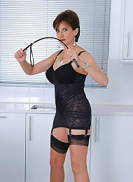 Whip wielding milf^Lady Sonia Femdom porn xxx sex free pics picture pictures gallery galleries femdom domination female